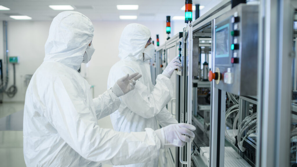 Licencja PLIK NR: 240748751 Podgląd kadrowania Wyszukaj podobne Team of Scientists in Sterile Protective Clothing Work on a Modern Industrial 3D Printing Machinery. Pharmaceutical, Biotechnological and Semiconductor Creating / Manufacturing Process